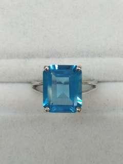 18K White Gold Blue Topaz Ring