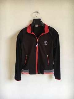 Jaket hitam