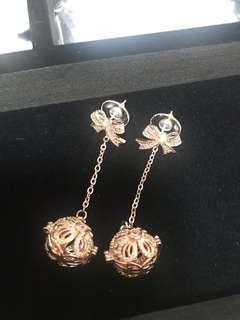 DANGLING EARRINGS WITH CRYSTALS