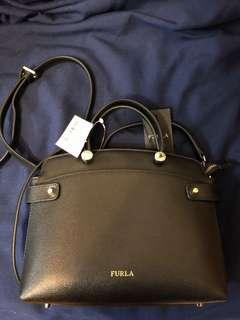 Brand New Furla Agata Small Saffiano Leather Tote/ Crossbody Handbag (Black)| 全新 Furla 黑色小牛皮經典手袋(可側背)