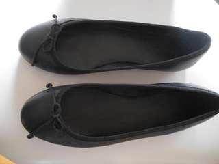 Country road black ballet flats