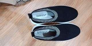 Sepatu Sneakers sport  wanita berkwalitas