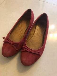 🚚 Clarks紅色麂皮鞋8.5號