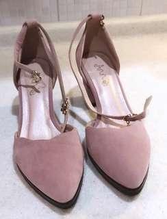 🚚 粉紅綁帶跟鞋