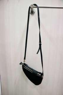 Sling bag mini black bulu