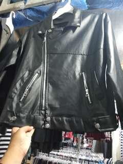 Jacket kulit sintetis wanita