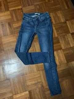 🚚 LEVI's 701 Super Skinny Jeans Sz25