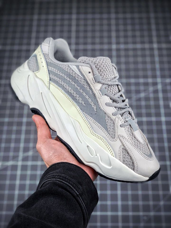 d66742323 ADIDAS YEEZY 700 boost V2 static
