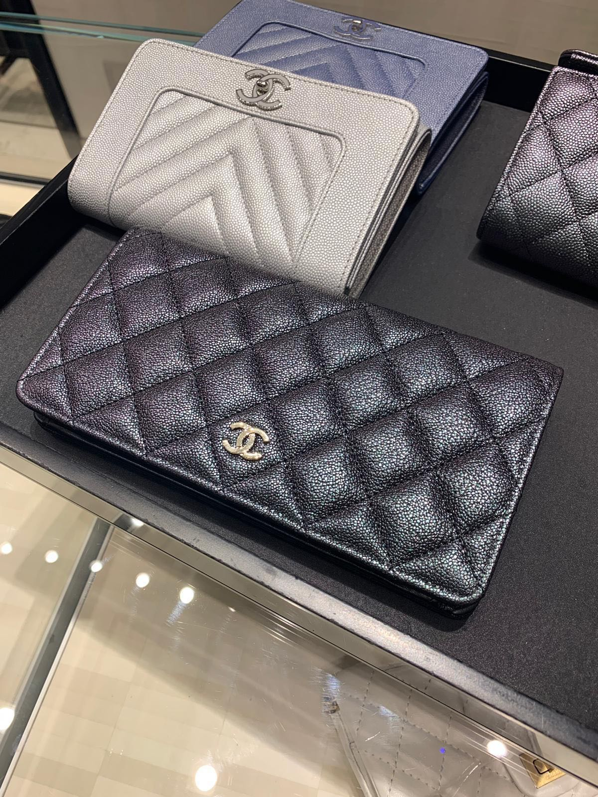 5cb08d3b0e45 Chanel 19S Classic Yen Wallet - iridescent black (limited edition), Luxury,  Bags & Wallets, Wallets on Carousell