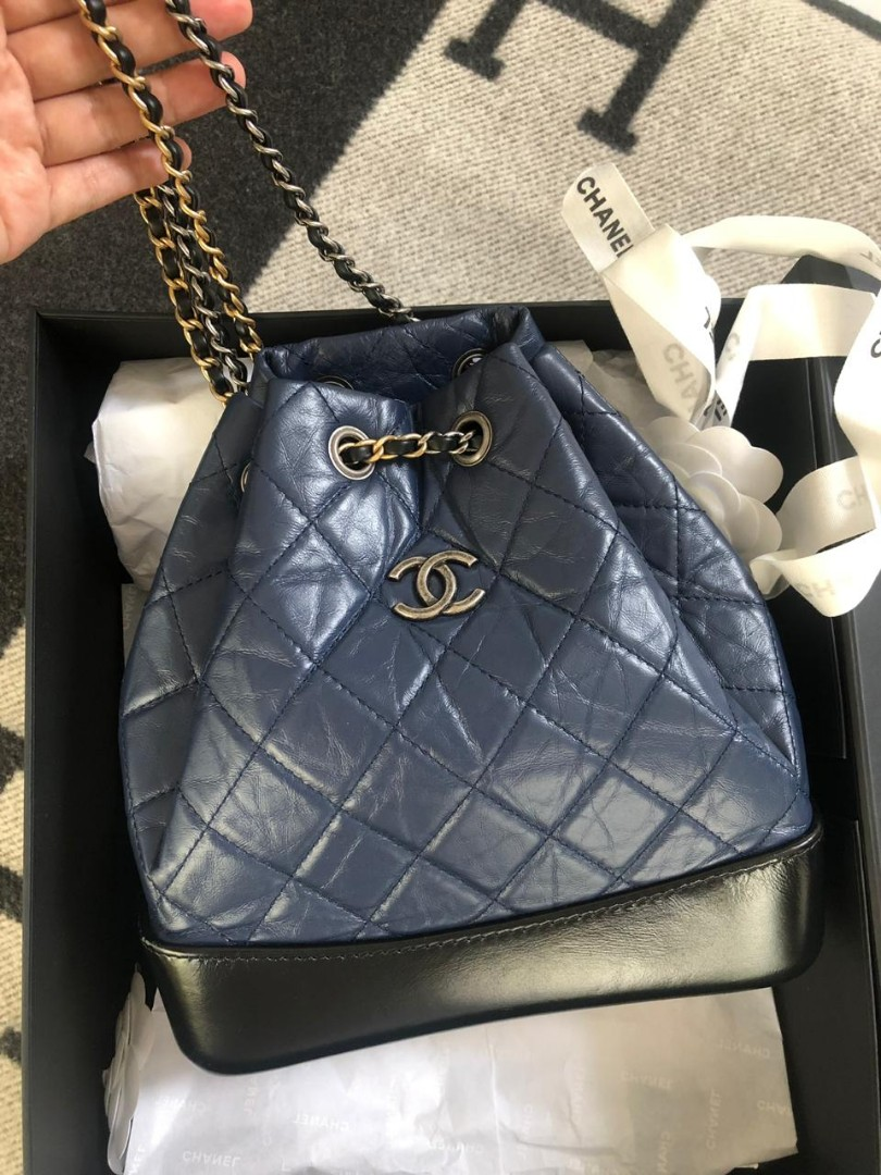 e07453d8ce6057 Chanel Gabrielle backpack navy blue - black seri 25, Luxury, Bags &  Wallets, Handbags on Carousell