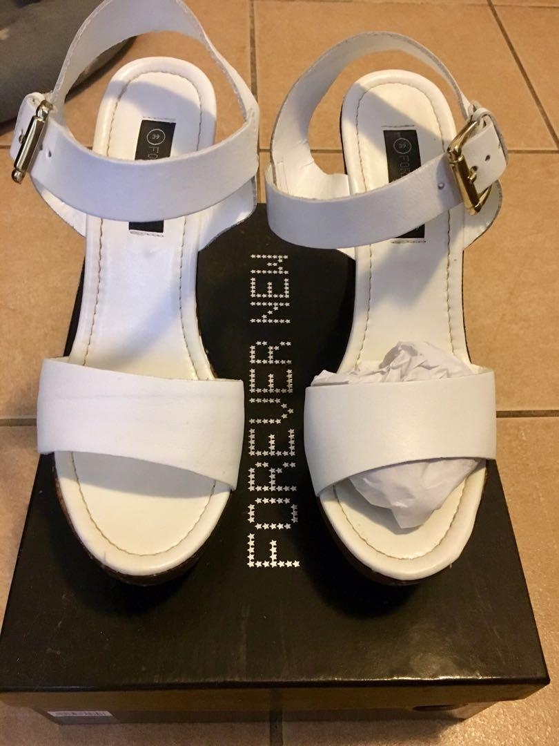 Forever New white & brown wooden heels size 8 RRP $99.95