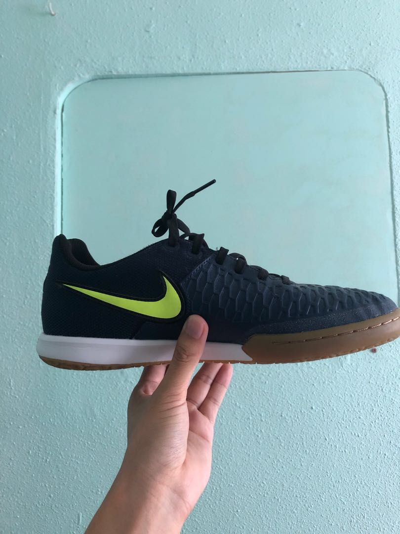 8859c9ef836b Nike Magistas Indoor Football Shoes, Sports, Sports Apparel on Carousell