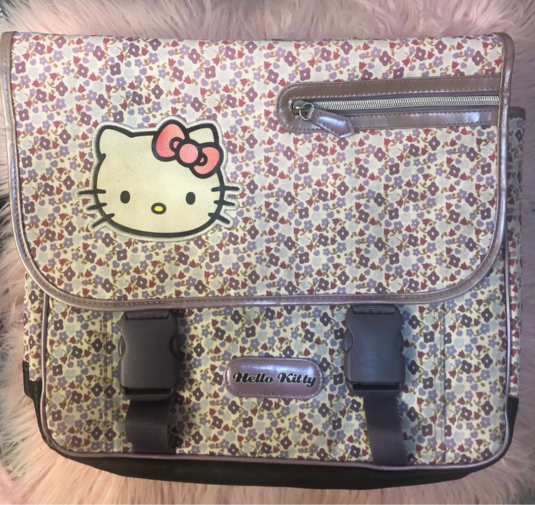 8678f6431 Vintage Sanrio Hello Kitty Backpack, Women's Fashion, Bags & Wallets on  Carousell