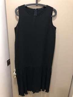 Black Sleeveless Dress w Chiffon Frills