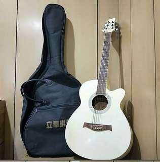白色鋼弦吉他