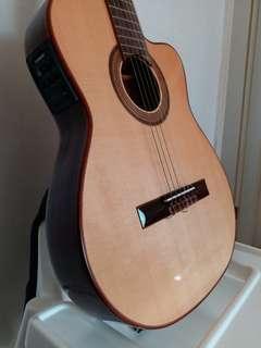 Merida T45 Nylon Guitar - excellent condition