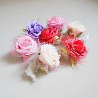FREE Bunga Tangan Corsage Senada untuk Pembelian Dress Pesta