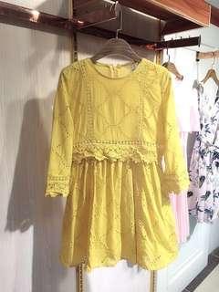黃色鏤空刺繡氣質連衣裙
