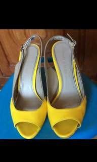 Heels kuning charles and keith