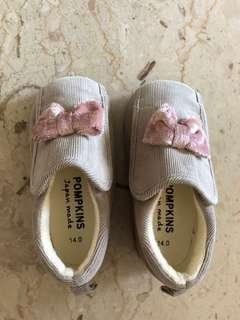 🚚 Baby Girl Shoes. Beautiful Velveteen material.