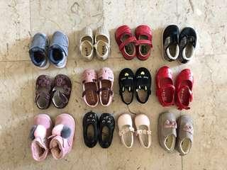 🚚 Pre-loved and gently used little girls shoes