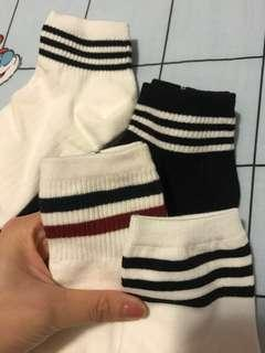 韓國製襪子$35 for 4 包郵