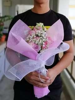 🚚 Fresh cut flower bouquet
