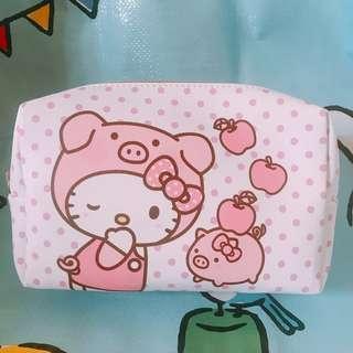 【台灣直送】7-11 Hello Kitty 點點 化妝袋 筆袋 收納袋 萬用包 Sanrio