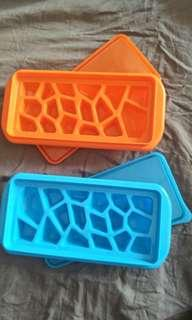 Ice Cube Maker with Cover