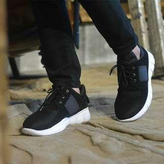 Sepatu Sneakers Pria Casual Flavio Black