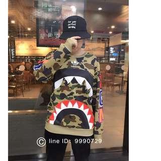 2018秋冬新款 BAPE WGN 鲨鱼  Adidas 阿迪达斯 联名鲨鱼迷彩印花宽松卫衣  男女情侣款潮服