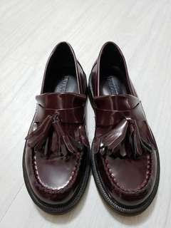 棗紅色皮鞋