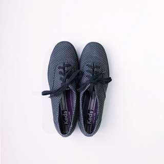 KEDS BLACK TRIPLE MICRO DOTS SNEAKER • SIZE 7.5 (can fit size 8)