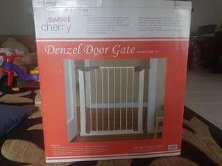 Sweet Cherry Denzel Door Gate