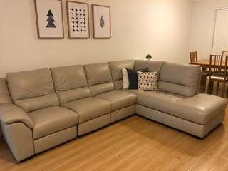Excellent condition, 5 seater leather lounge