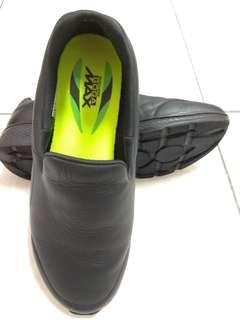 皮鞋 好走 耐久站 的神鞋 SKECHERS GOWALK