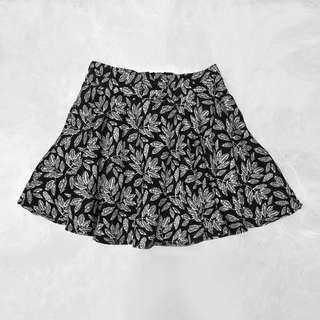 Black and White Floral Mid-waist Skater Skirt