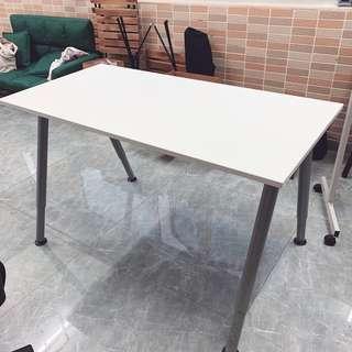 Table (辦公桌)