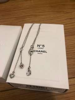 🚚 施華洛世奇項鍊,有掉鑽,送純銀925愛心項鍊。