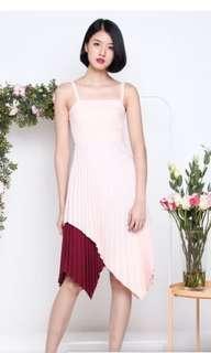 🚚 Duo tone pleated dress
