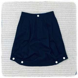 藍黑色鬆緊式鈕扣腰圍 可調整兩側裙擺 立體學院風口袋裙 紐扣款