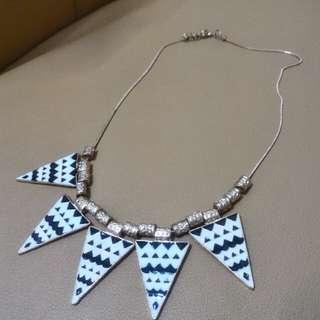 Kalung Black White