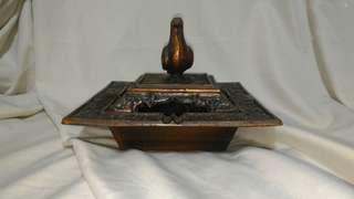 🚚 早期鑄鐵三件式香煙盒,烟灰缸