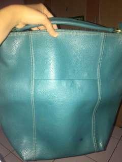 Tas biru besar