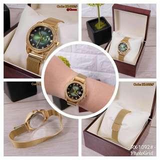 Jam Rolex Luxury Gold Series RX-1092# Size : 3,2cm Quality : Highrolex Quality Material :  Color : Gold, White, Red, Back, Green Weight : 250 Grams  Note : Free Box Kayu, Tanggal aktif, berat sudah termasuk kotaknya,no.wa.081378713287