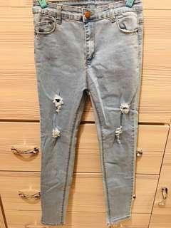 🚚 淺藍色破洞牛仔褲