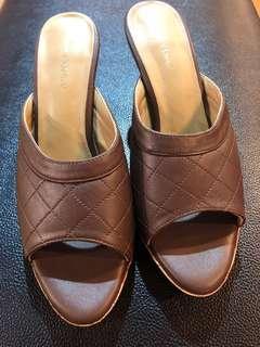Andre Valentino Heels