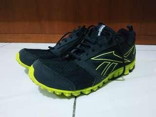 Sepatu running REEBOK size 44