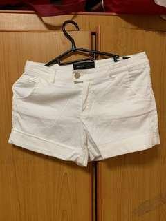 🚚 White Shorts