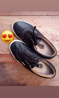 VANS hitam leather